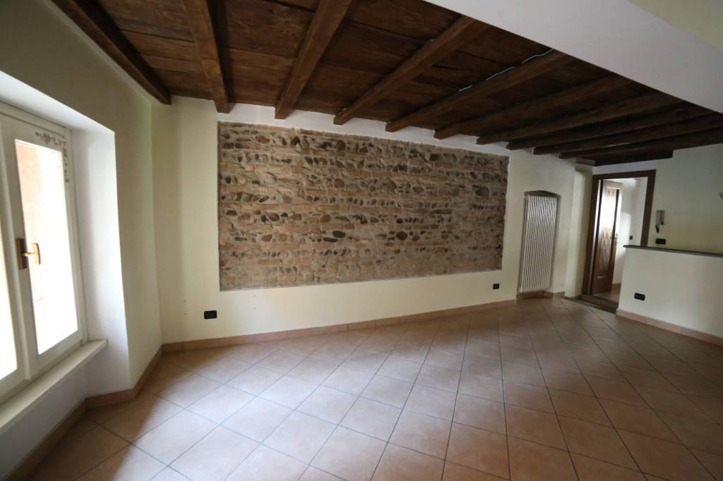 Appartamento in affitto a Varese, 2 locali, prezzo € 500 | CambioCasa.it