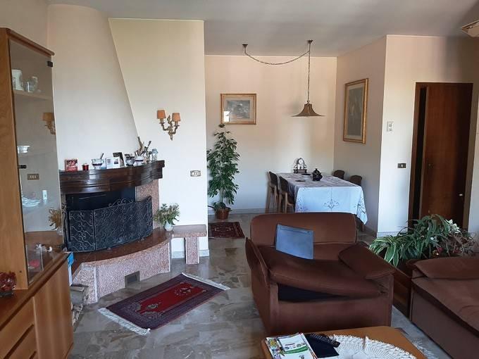 Appartamento in vendita a Zogno, 5 locali, prezzo € 158.000 | PortaleAgenzieImmobiliari.it