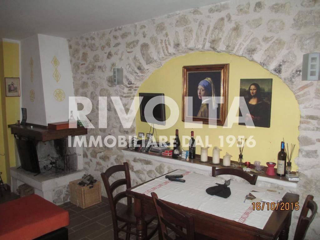 Appartamento in vendita a Massa d'Albe, 4 locali, prezzo € 140.000 | CambioCasa.it