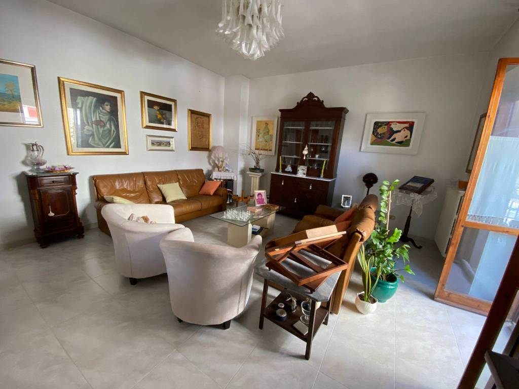 Appartamento in vendita a Lecce, 5 locali, prezzo € 180.000   CambioCasa.it