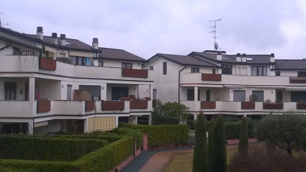 Appartamento in vendita a Brebbia, 3 locali, prezzo € 90.000   CambioCasa.it