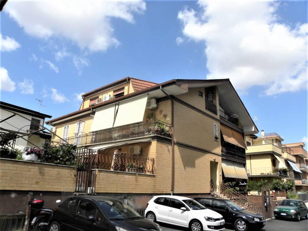 Appartamento in vendita a Roma, 2 locali, zona Zona: 35 . Setteville - Casalone - Acqua Vergine, prezzo € 129.000   CambioCasa.it