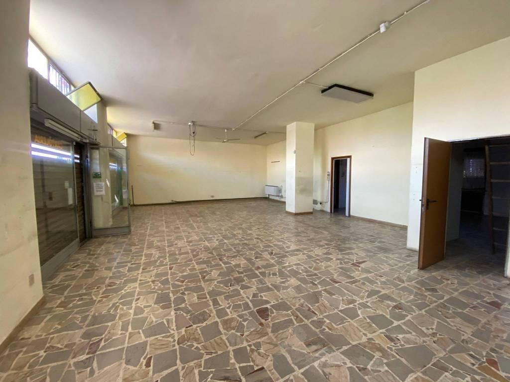 Negozio / Locale in affitto a Rivalta di Torino, 3 locali, prezzo € 800 | CambioCasa.it