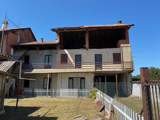 Appartamento in vendita a Fontaneto d'Agogna, 3 locali, prezzo € 30.000 | PortaleAgenzieImmobiliari.it