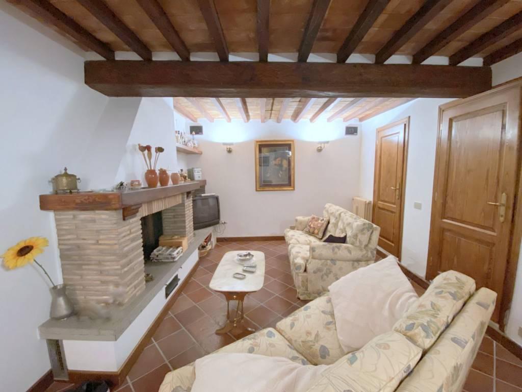 Casa indipendente in Affitto a Citta' Della Pieve Centro: 4 locali, 115 mq