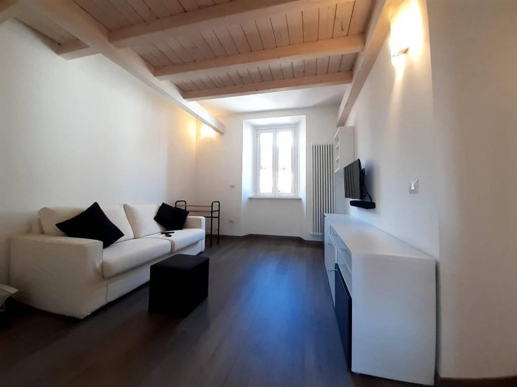 Appartamento in ottime condizioni arredato in affitto Rif. 8909871