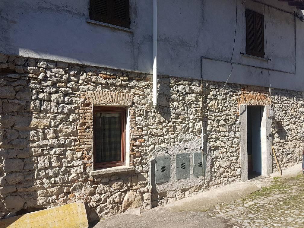 Appartamento in vendita a Cuveglio, 4 locali, prezzo € 40.000 | CambioCasa.it