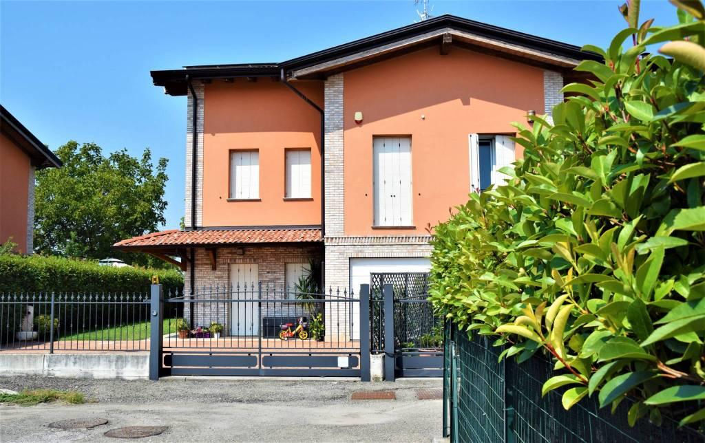 Villa in Vendita a Parma Periferia Nord: 5 locali, 208 mq