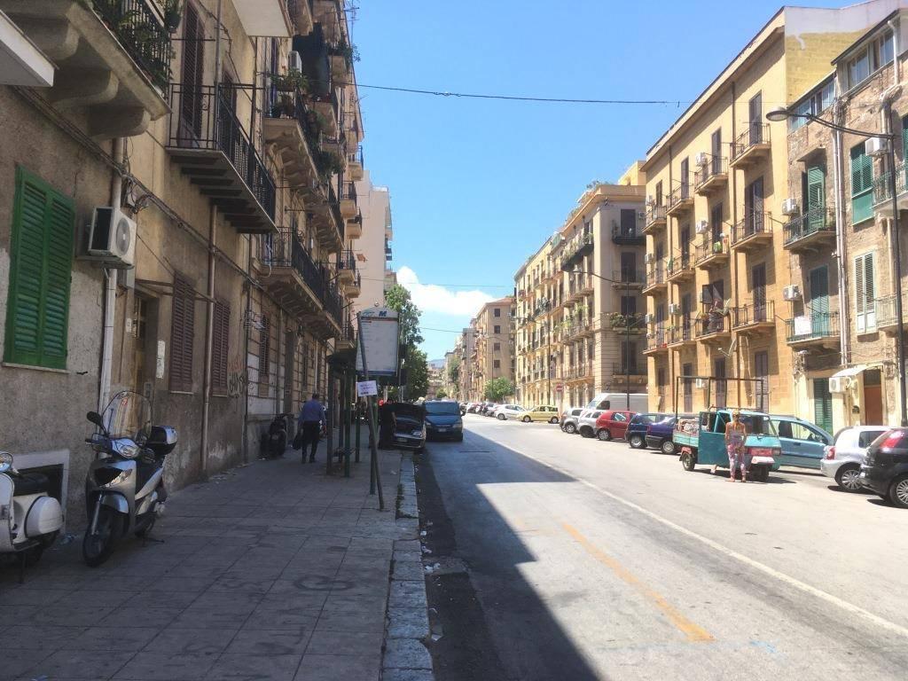 Appartamento in Affitto a Palermo Semicentro: 5 locali, 100 mq
