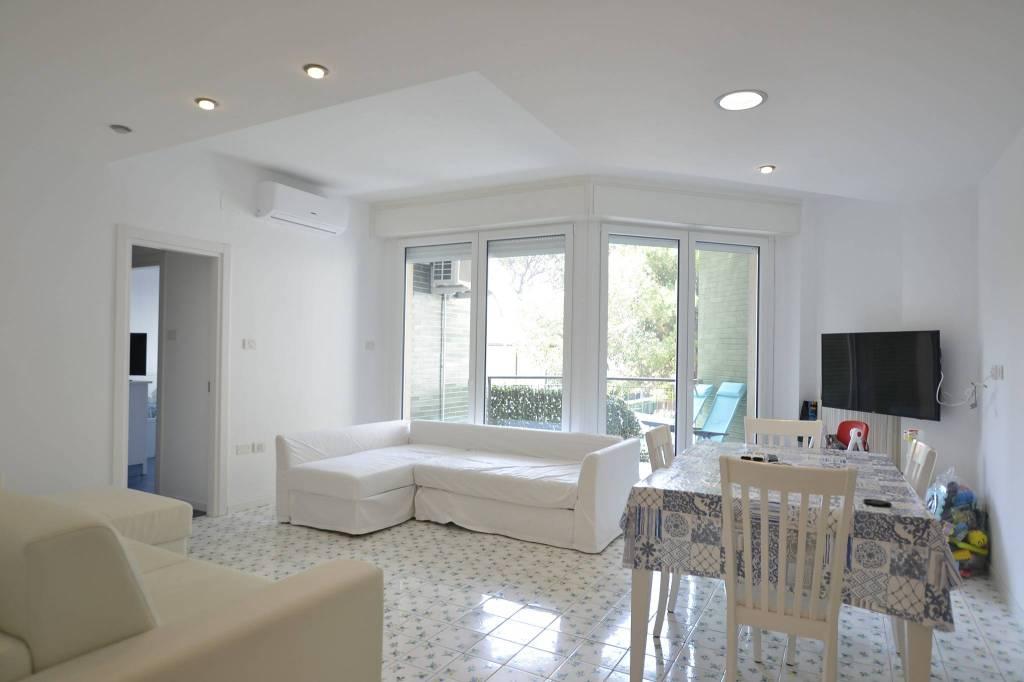Appartamento in Affitto a Riccione Centro: 4 locali, 130 mq