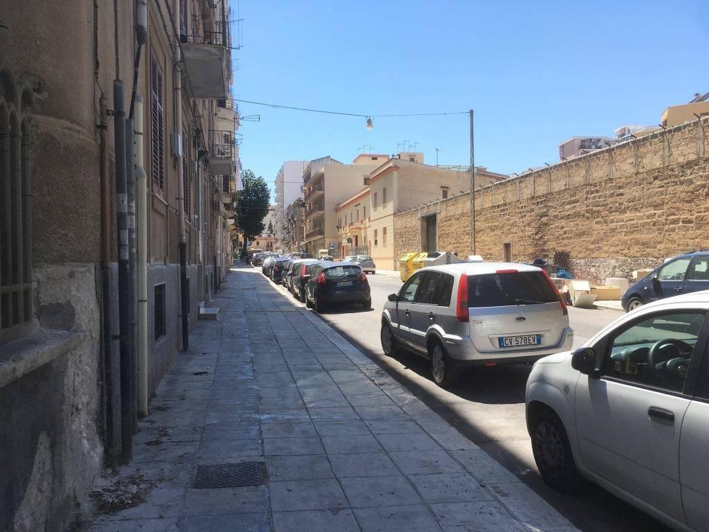 Appartamento in Affitto a Palermo Semicentro: 3 locali, 68 mq