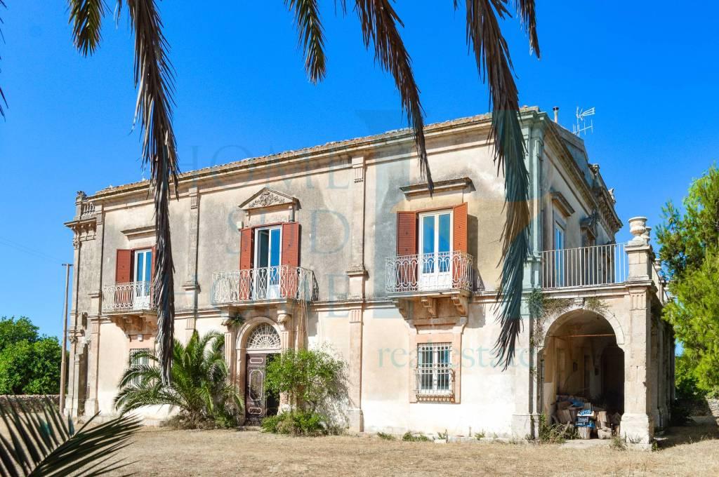 Villa in vendita a Scicli, 20 locali, prezzo € 650.000 | CambioCasa.it