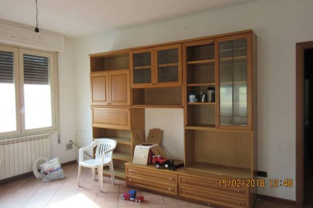 Appartamento in buone condizioni parzialmente arredato in affitto Rif. 4870410