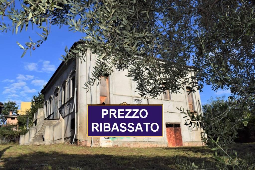 Palazzo / Stabile in vendita a Pescara, 12 locali, prezzo € 490.000 | PortaleAgenzieImmobiliari.it