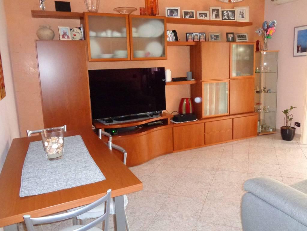 Appartamento in vendita a Garbagnate Milanese, 3 locali, prezzo € 155.000 | CambioCasa.it