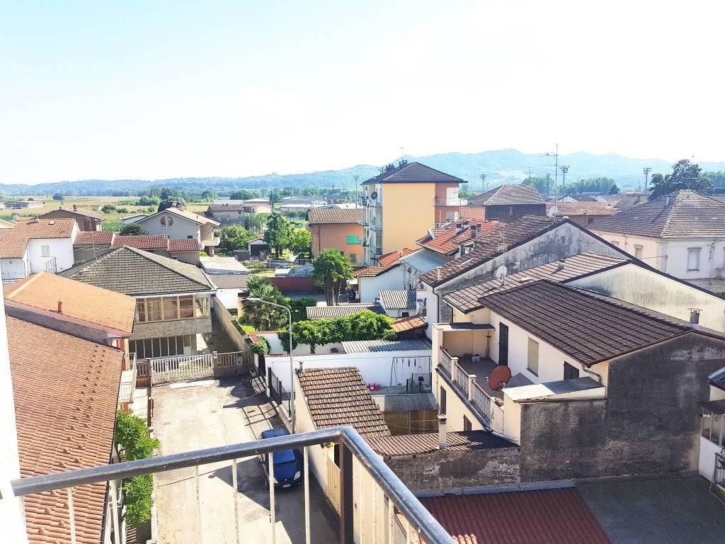 Appartamento in vendita a Trino, 3 locali, prezzo € 25.000   CambioCasa.it