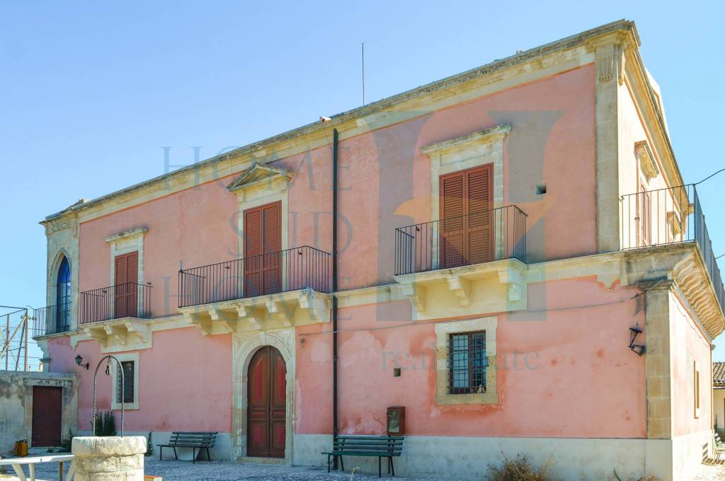 Villa in vendita a Scicli, 50 locali, Trattative riservate | CambioCasa.it