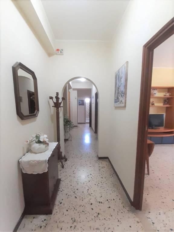 Appartamento in buone condizioni in vendita Rif. 8815170