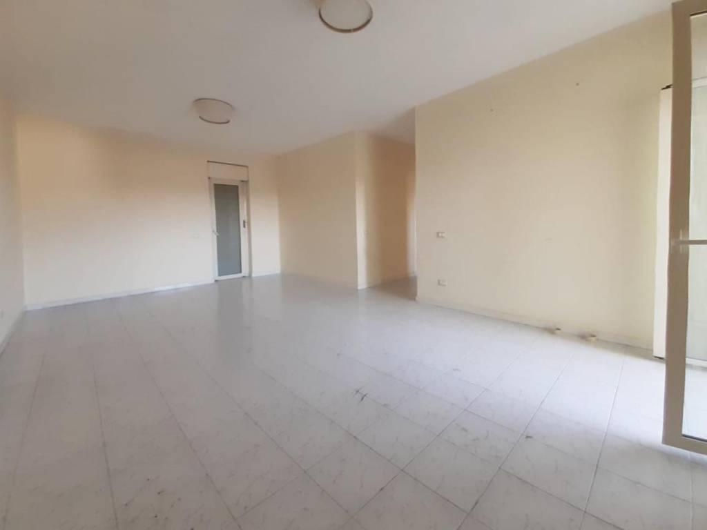 Appartamento in buone condizioni in vendita Rif. 9026024