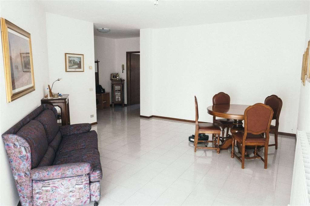 Appartamento in vendita a Ranica, 3 locali, prezzo € 145.000 | PortaleAgenzieImmobiliari.it
