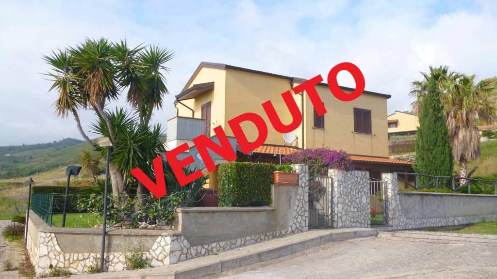 Appartamento in Villa con giardino privato e piscina comune