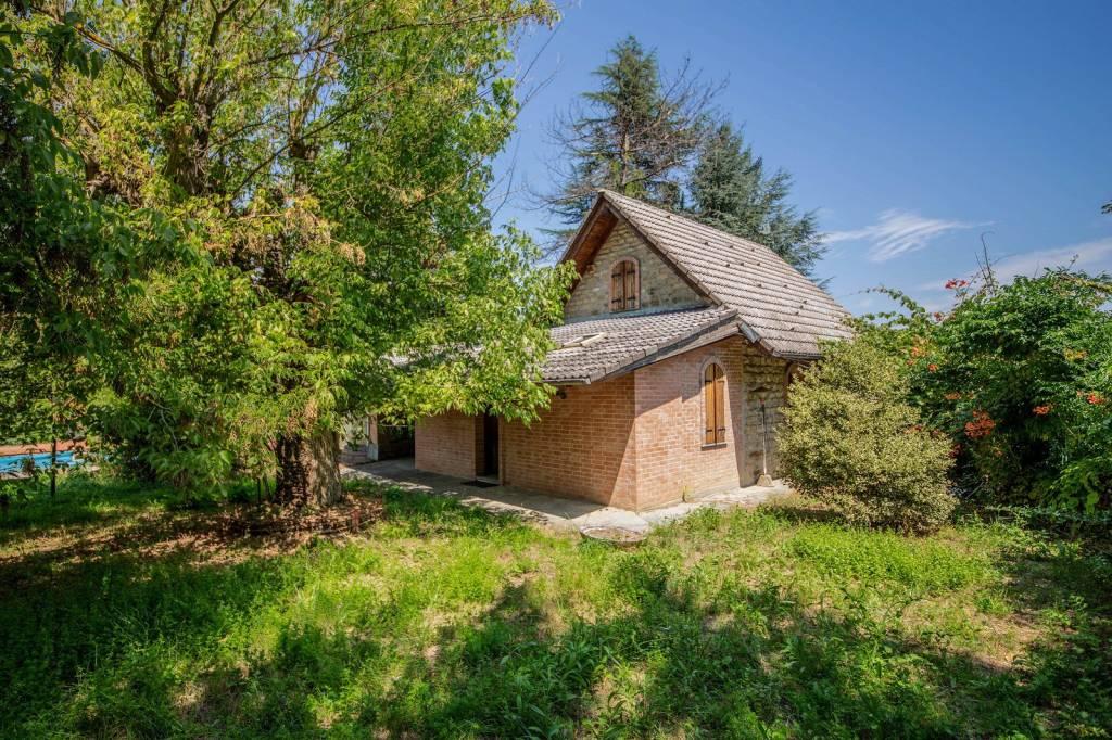 Villa in vendita a Cortemilia, 18 locali, prezzo € 150.000 | PortaleAgenzieImmobiliari.it