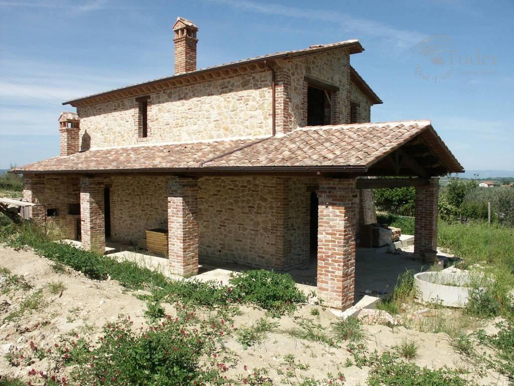 Rustico / Casale in vendita a Montecchio, 4 locali, prezzo € 220.000 | CambioCasa.it