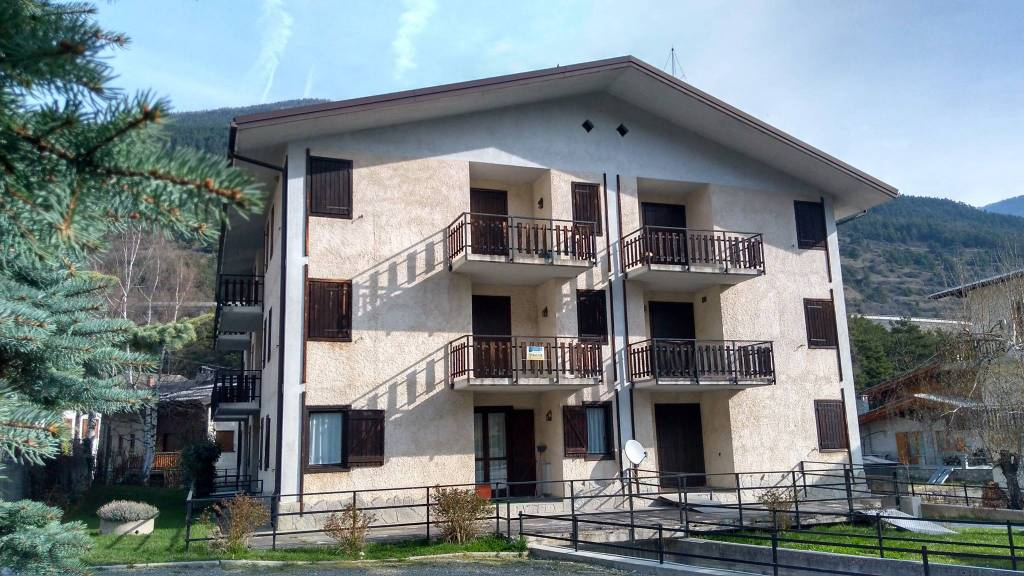 Appartamento in buone condizioni arredato in affitto Rif. 8353678