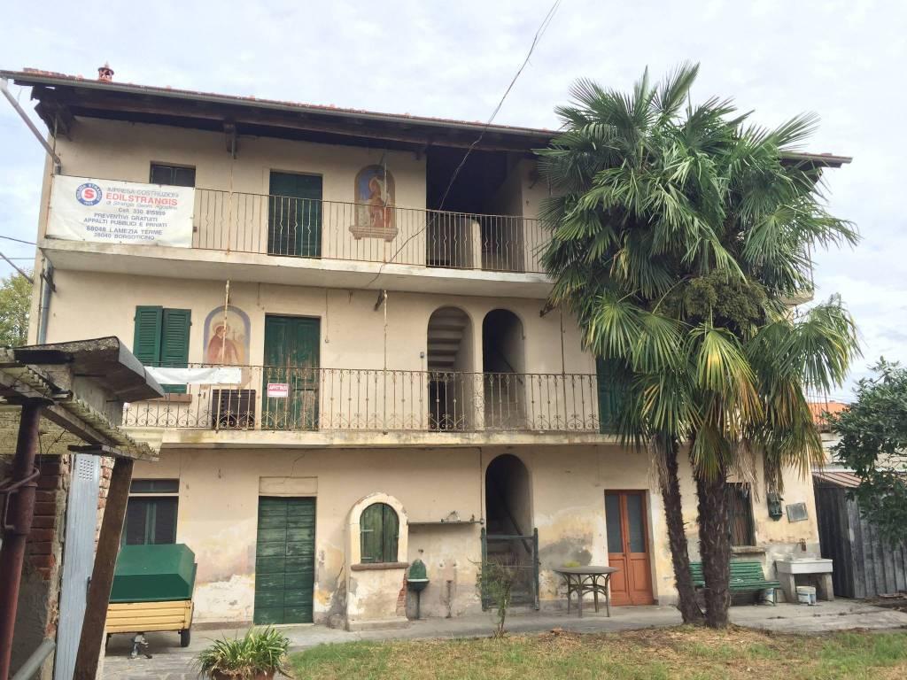 Rustico / Casale in vendita a Borgo Ticino, 5 locali, prezzo € 129.000 | PortaleAgenzieImmobiliari.it