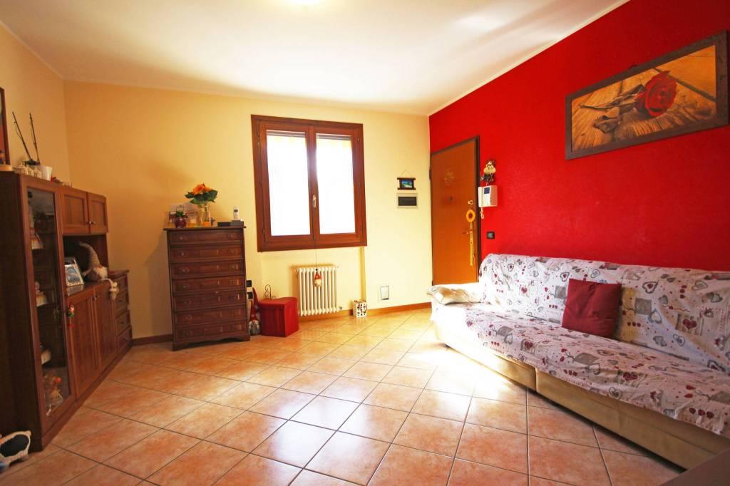 Appartamento in vendita a Camisano Vicentino, 5 locali, prezzo € 133.000 | CambioCasa.it