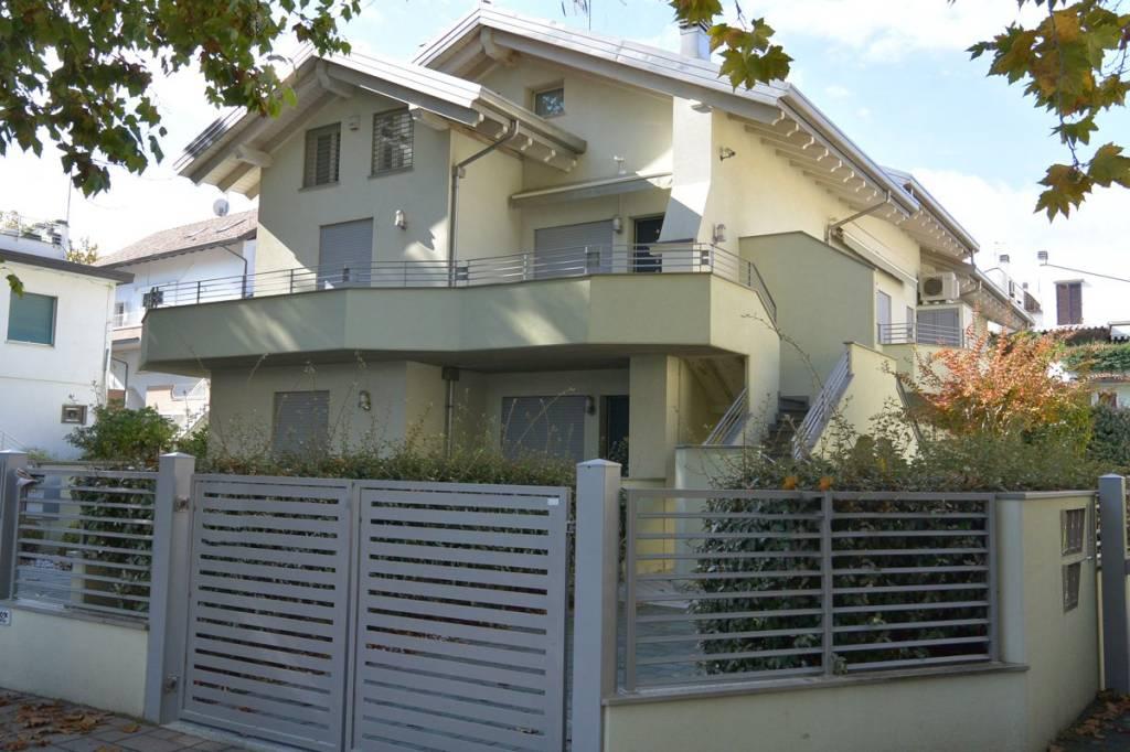 Appartamento in vendita a Cervia - Milano Marittima, 5 locali, Trattative riservate | CambioCasa.it