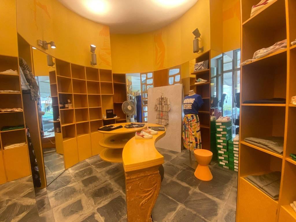 Negozio / Locale in affitto a Borgomanero, 2 locali, prezzo € 2.000 | PortaleAgenzieImmobiliari.it