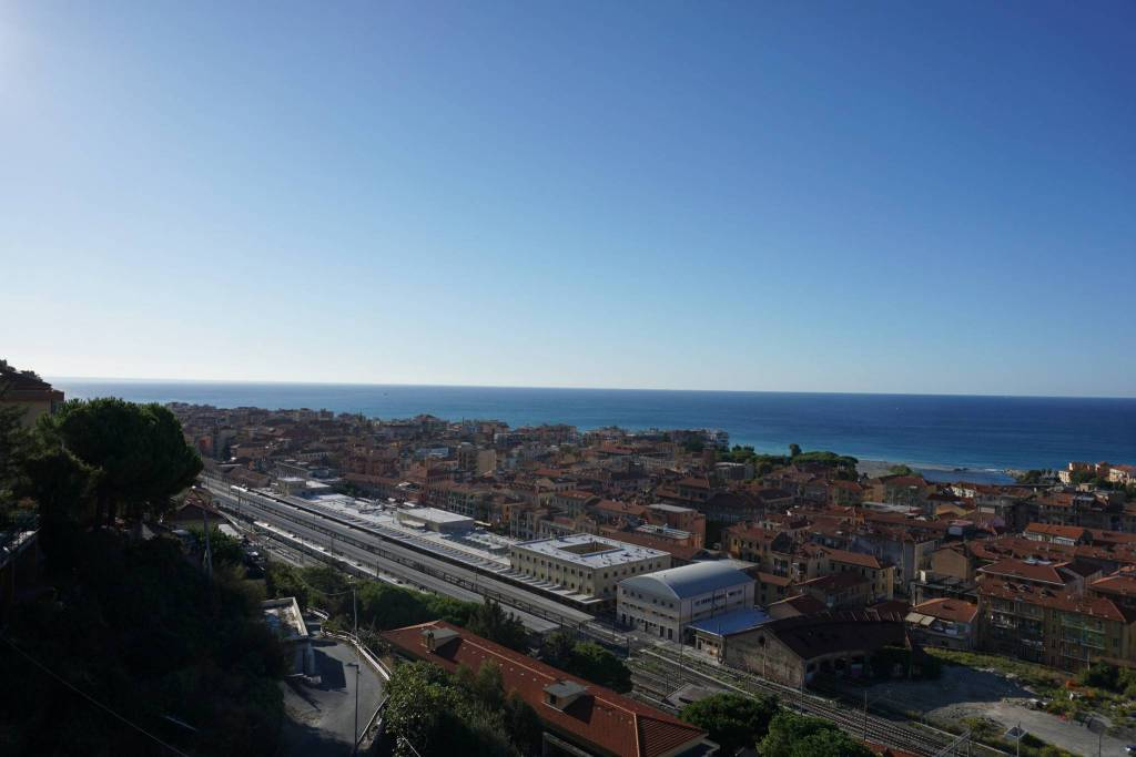 Appartamento in vendita a Ventimiglia, 3 locali, prezzo € 189.000 | CambioCasa.it