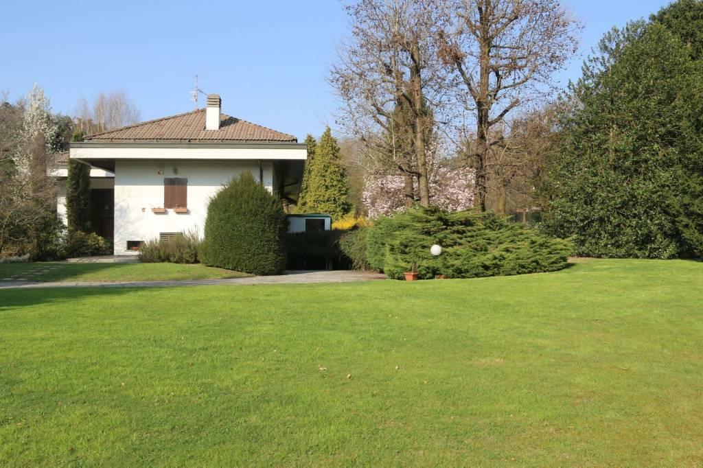 Villa in vendita a Carimate, 10 locali, Trattative riservate | PortaleAgenzieImmobiliari.it