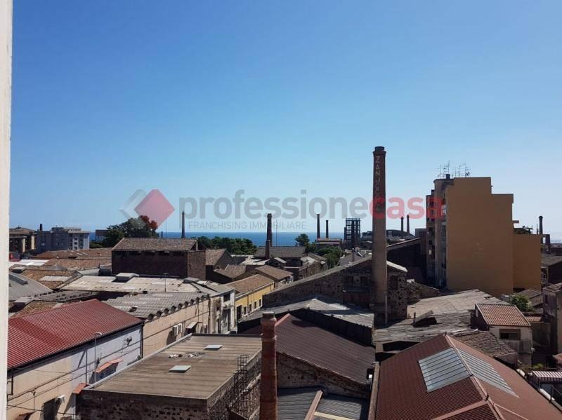 Appartamento in Affitto a Catania Centro: 2 locali, 65 mq