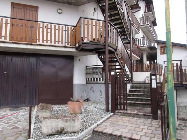 Appartamento in buone condizioni in vendita Rif. 4195165