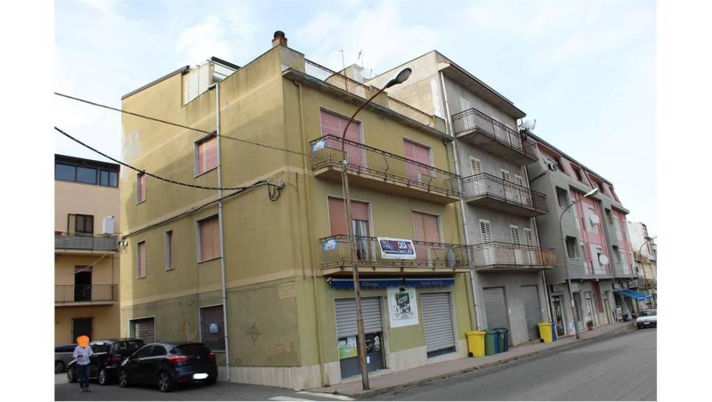 Palazzo / Stabile in vendita a Borgia, 9999 locali, prezzo € 159.000 | CambioCasa.it