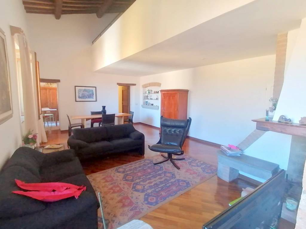 Appartamento in Vendita a Chiusi Centro:  5 locali, 180 mq  - Foto 1