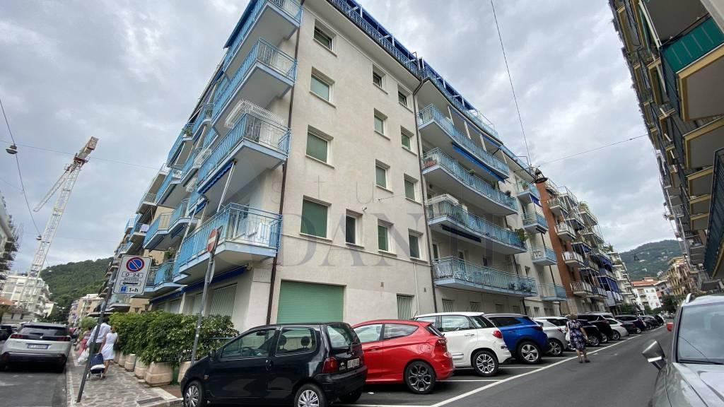 Appartamento in vendita a Alassio, 3 locali, prezzo € 289.000 | CambioCasa.it