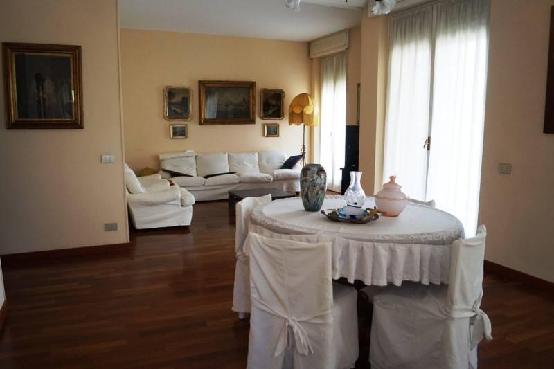 Appartamento in vendita a Somma Lombardo, 3 locali, prezzo € 169.000   CambioCasa.it