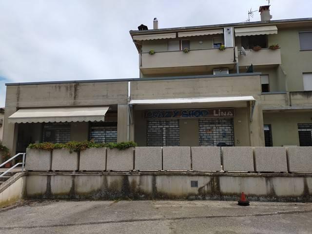 Negozio-locale in Vendita a Corciano: 2 locali, 112 mq
