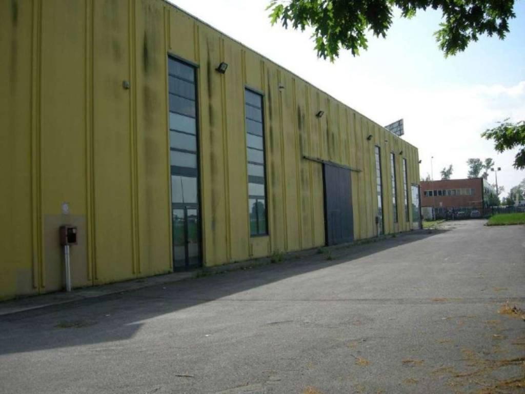 Negozio / Locale in affitto a Vignate, 9999 locali, Trattative riservate | CambioCasa.it