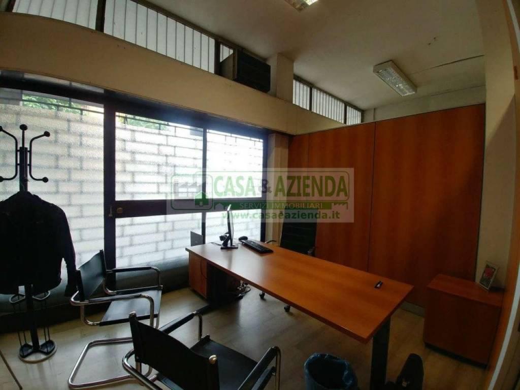 Negozio / Locale in vendita a Bussero, 2 locali, prezzo € 180.000   CambioCasa.it