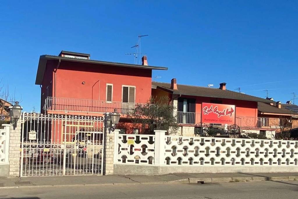 Attività / Licenza in vendita a Bussero, 2 locali, prezzo € 80.000   CambioCasa.it