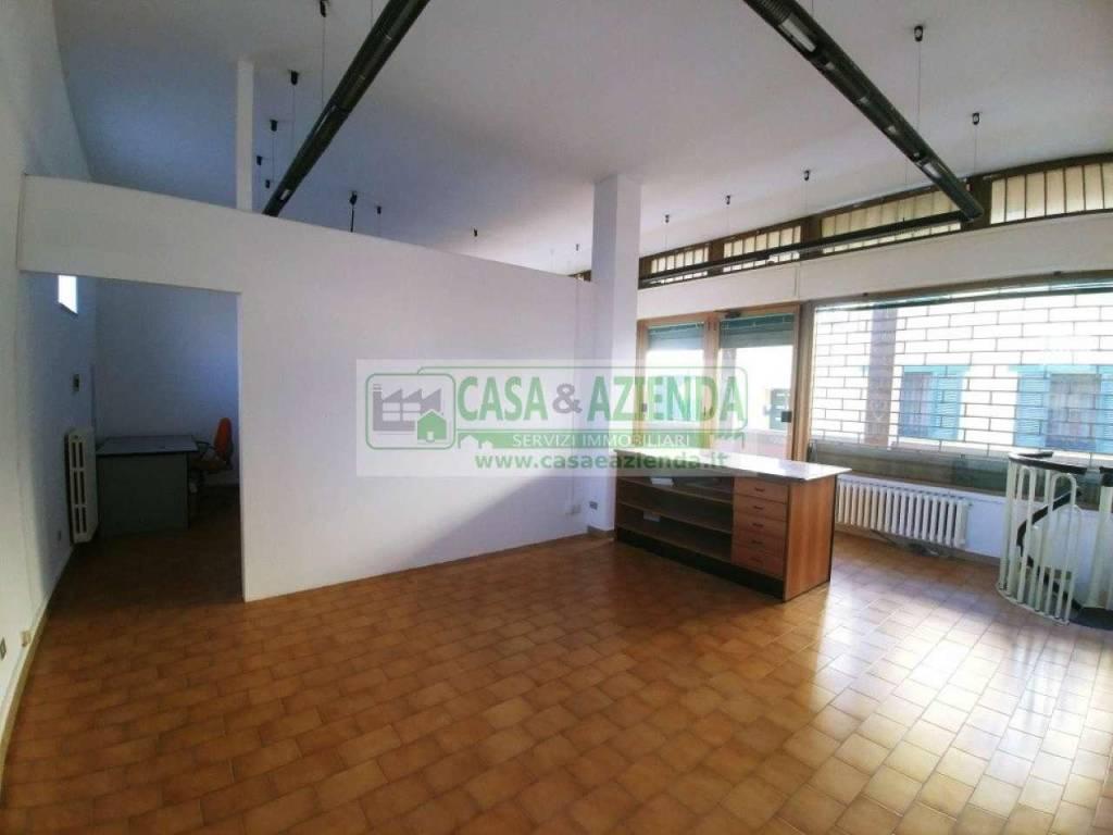 Negozio / Locale in affitto a Pessano con Bornago, 9999 locali, prezzo € 750 | CambioCasa.it