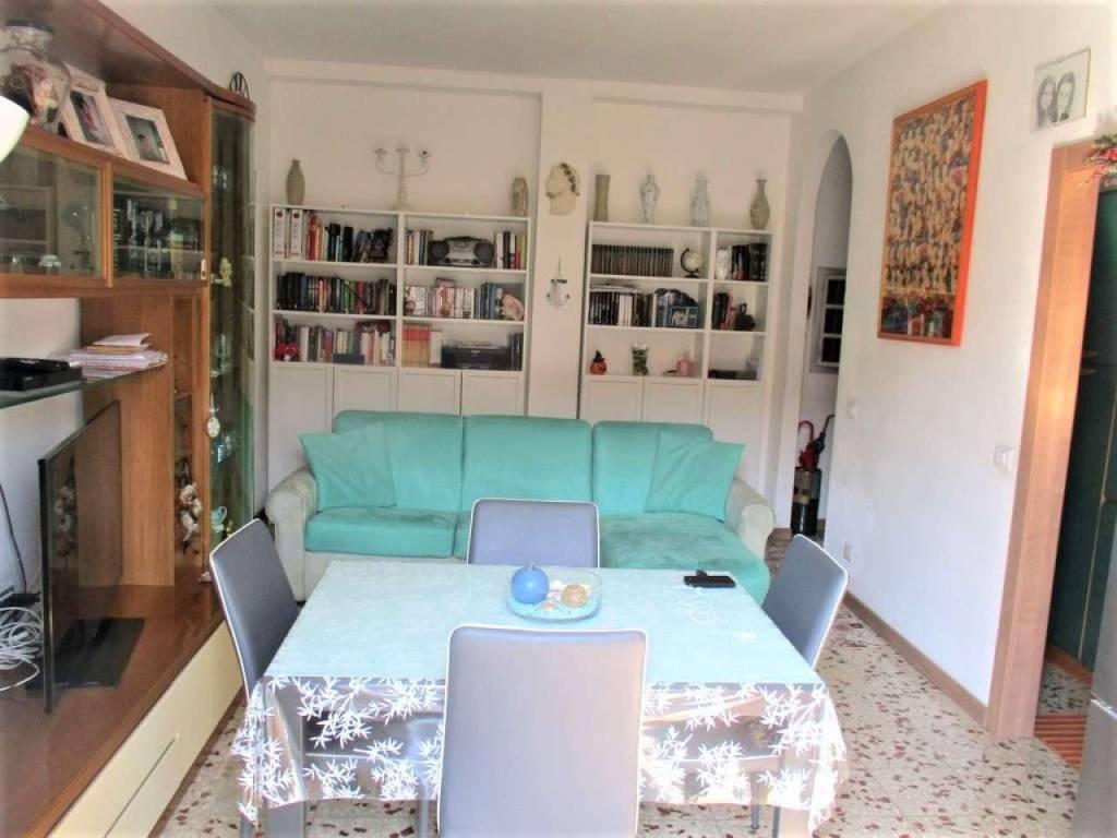 Appartamento in vendita a Rozzano, 2 locali, prezzo € 110.000 | CambioCasa.it