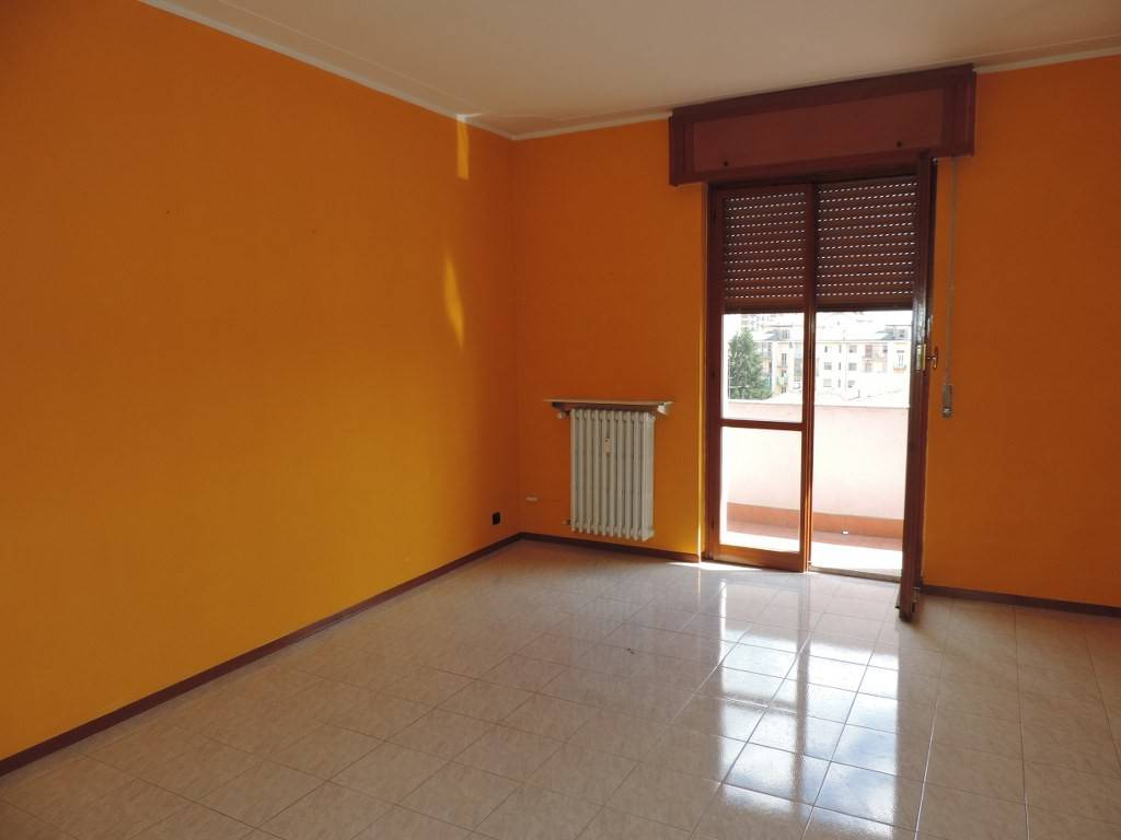Appartamento in vendita a Vercelli, 3 locali, prezzo € 98.000 | CambioCasa.it