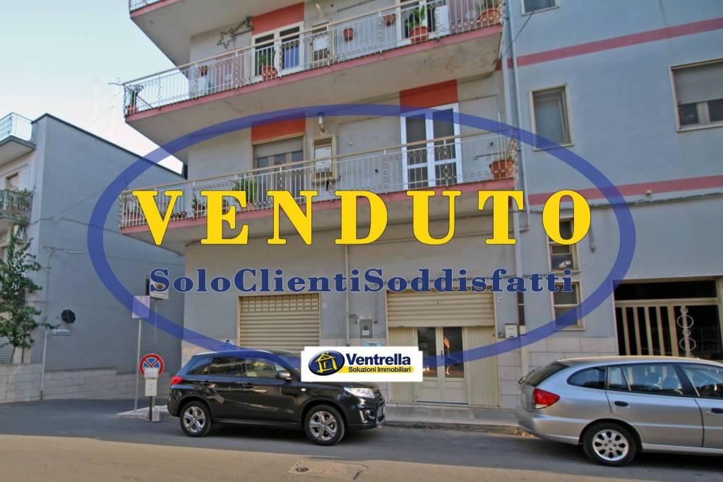 Appartamento in buone condizioni parzialmente arredato in vendita Rif. 8676330