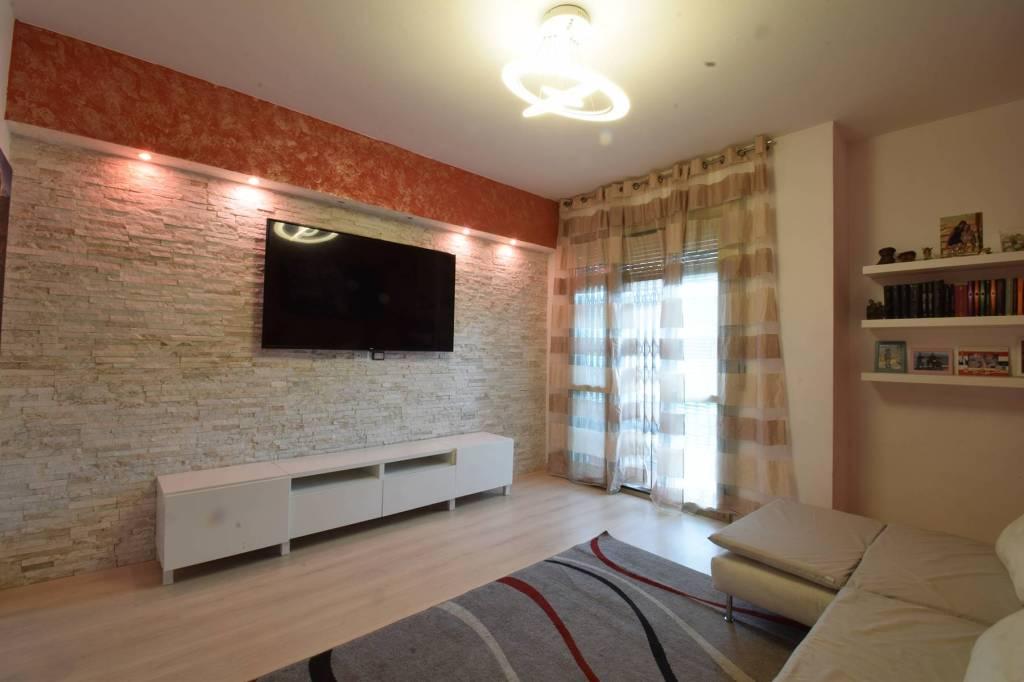 Appartamento in vendita a Corsico, 3 locali, prezzo € 149.000   CambioCasa.it