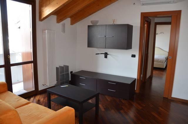 Attico / Mansarda in affitto a Lissone, 2 locali, prezzo € 670 | CambioCasa.it